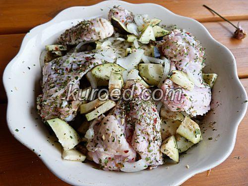 Курица с грибами и баклажанами в духовке.