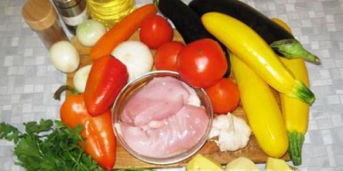 Курица с баклажанами и кабачками в духовке. Как приготовить курицу с кабачками в духовке