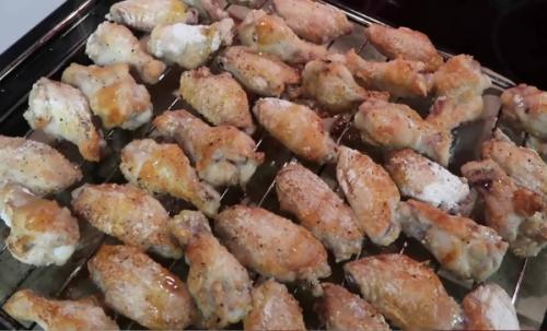 Как приготовить куриные крылышки в духовке с хрустящей корочкой. Как приготовить хрустящие куриные крылышки в духовке