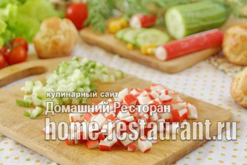 Профитроли с крабовым салатом. Профитроли с крабовыми палочками