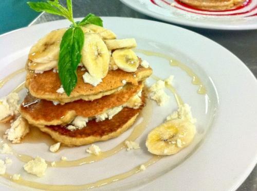 Творожные банановые панкейки: рецепт