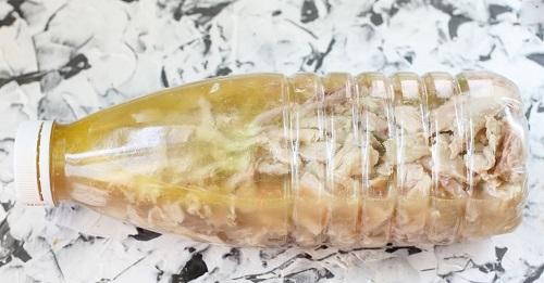 Куриный рулет с грибами в бутылке. Рецепт с фото