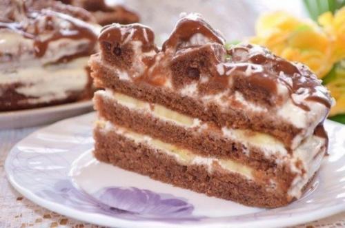 Банановый торт с шоколадной глазурью. Бисквитный шоколадно банановый торт с глазурью