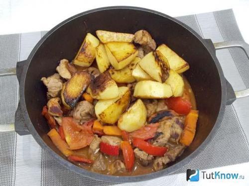 Жаркое в духовке без обжарки. Жаркое с мясом и картофелем в духовке