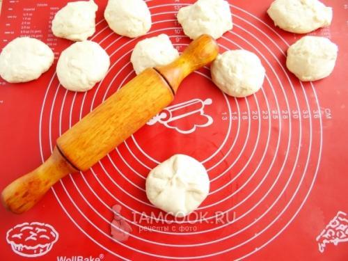 Дрожжевые лепешки с луком. Лепёшки с луком на сковороде