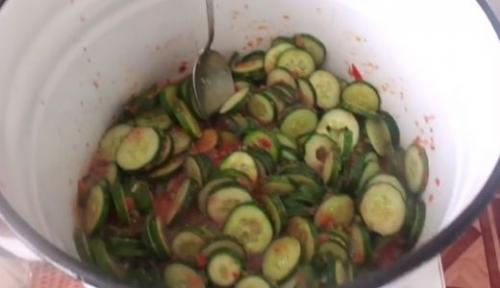 Салат из огурцов на зиму без стерилизации и варки рецепт. Салат из свежих огурцов на зиму «Тещин язык», рецепт без стерилизации