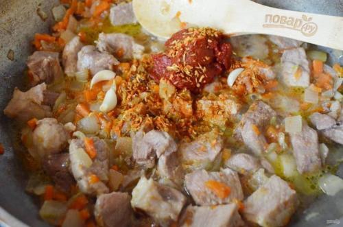 Плов на сковороде со свининой пошаговый рецепт.