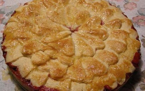 Пирог с клубникой. Клубничный пирог из песочного теста