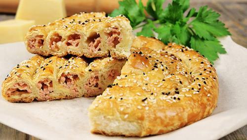 Пирог-улитка с ветчиной и сыром. Пирог-улитка из слоеного теста, с сыром и ветчиной