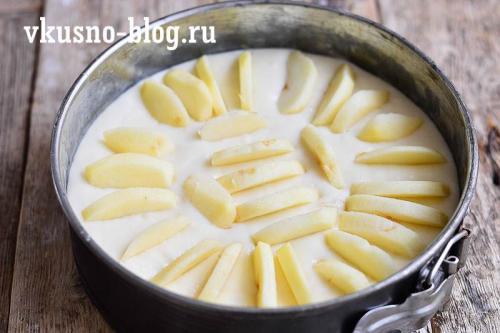 Яблочный пирог на кефире на скорую руку