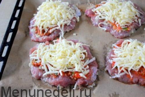 Шейка свиная запеченная в духовке с сыром и помидорами. Свинина в духовке с помидорами и сыром