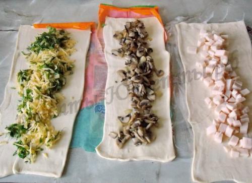 Пирог-улитка из слоеного теста с сыром и ветчиной. Ингредиенты: