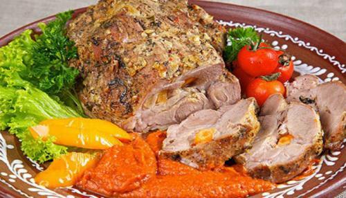 Свинина в фольге запеченная в духовке. Свинина, запечённая в духовке в фольге куском — 4 рецепта вкусного мяса