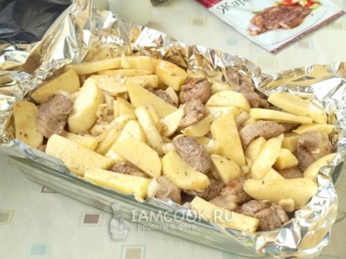 Свинина в фольге с картошкой. Свинина с картошкой в фольге в духовке