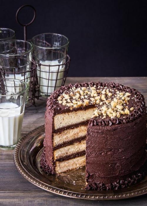 Торт банановый. Банановый торт с шоколадной глазурью.