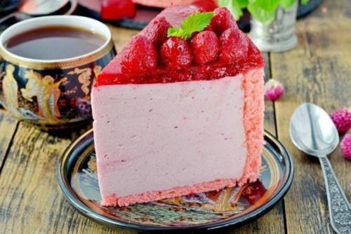 Малиновый муссовый торт.