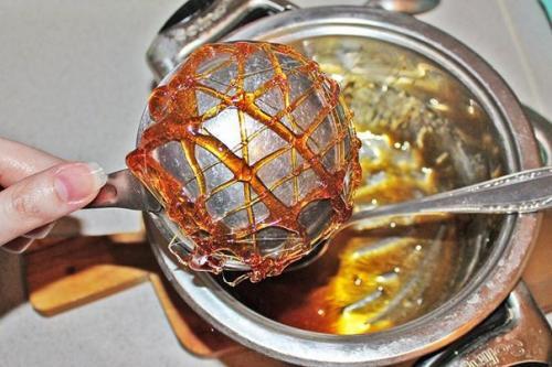 Украшения из карамели. Рецепт украшения из карамели для тортов и пирожных.
