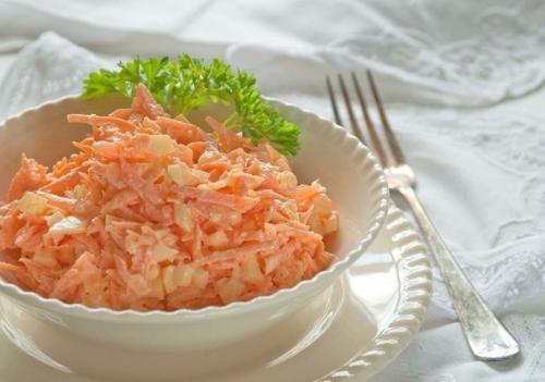 Салат из моркови с яйцом и сметаной. Морковный салат с яйцом