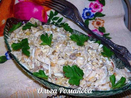 Рыбные салаты. Рыбный салат с рисом и грибами.