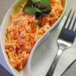 Салат из моркови с сыром в чесночном соусе.