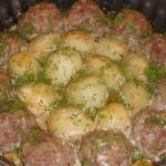 Котлетки с картошкой в сметанно - томатном соусе!