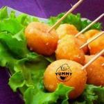 Жаренные сырные шарики с чесноком.