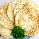 Сырные лепешки с зеленью.