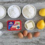 Лимонные пирожные с сырной глазурью.
