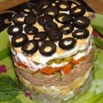Нежный слоеный салат с печенью трески.