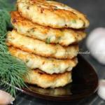 Куриные оладьи с сыром и зеленью.