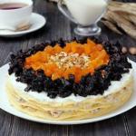 Блинный торт с сухофруктами.