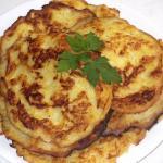 Рецепт сочных и ароматных оладьев из кабачков.