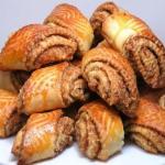 """Хрустящее слоёное печенье """"Гата"""" с ароматным сладким штрейзелем."""