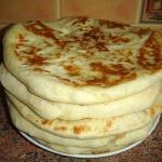 Хачапури.  Рецепт хачапури - это как рецепт блинов: существуют сотни разновидностей этого рецепта, с разными начинками, с разными ингредиентами.