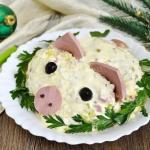 """Новогодний салат """"Свинка"""" с курицей и ананасами!"""