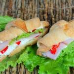 Круассан - сэндвич.  Ингредиенты: