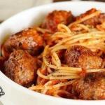 Спагетти с мясными шариками.