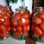 Помидоры ароматные.  В том случае, если замариновать помидоры с листьями фруктовых деревьев и кустарников - вкус блюда от этого только улучшится!