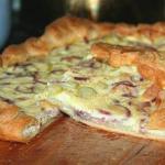 Луковый пирог с беконом.
