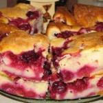 Быстрый пирог с замороженными ягодами.