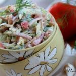 Салат из ветчины, помидоров, огурцов и сыра.