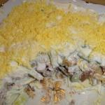 10 салатов с грибами.