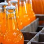 Апельсиновый лимонад.  Нужно взять 4 апельсина, вымыть их и обдать кипятком.