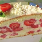 Июньский торт.  Отличный бисквит со свежей клубникой.