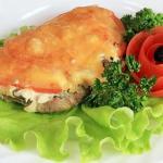 Cвинина с помидорами и сыром в духовке.