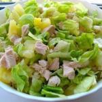 Очень легкий и не менее вкусный салатик.