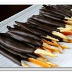 Апельсиновые палочки в шоколаде.