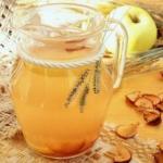 Компот яблочный. Яблочный компот с корицей и лимоном.