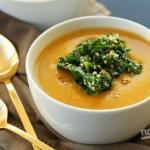 Суп - пюре из тыквы с чесноком.