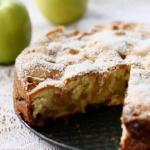 Яблочный пирог в сковороде.